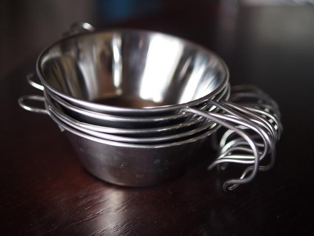 【DIY食器】曲げるだけ簡単!100均グッズでできる、皿にもコップにもなるシェラカップ